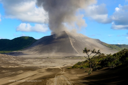 yasur_approach